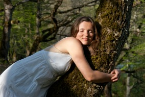 Girl-hugging-blogging-tree